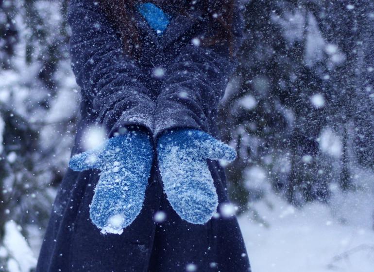 снег и варежки