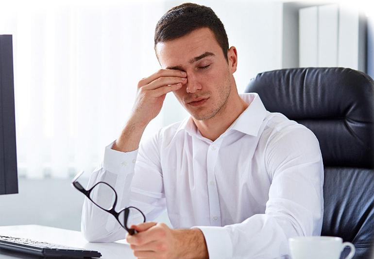 Болит голова, когда двигаешь глазами: причины, заболевания
