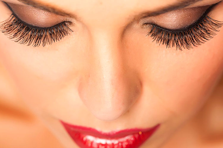 глаза становятся более выразительными