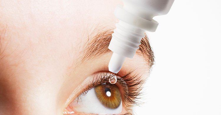 обработать область глаз нейтрализующими средствами