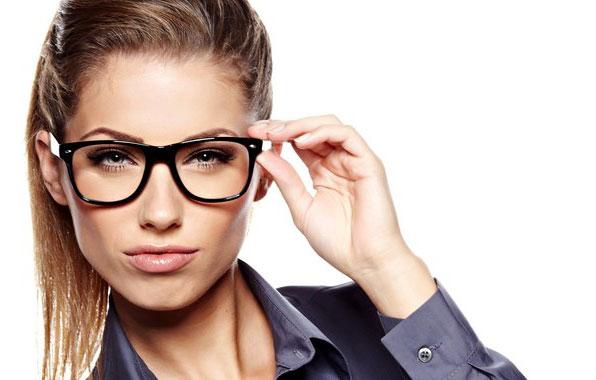 Какие очки можно использовать в сочетании с контактными линзами?