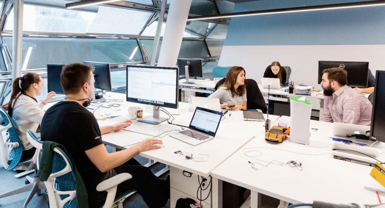 офис сотрудники и рабочий процесс