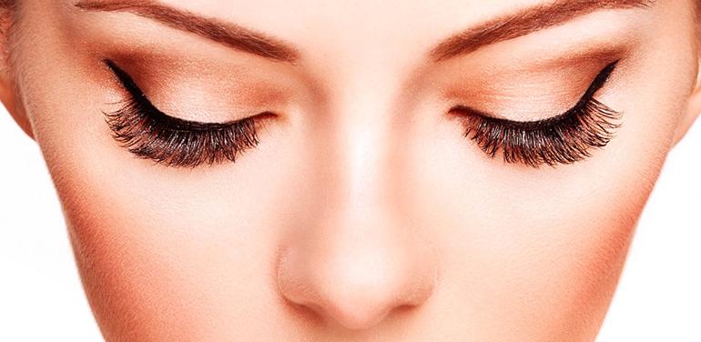 Можно наращивать ресницы с контактными линзами